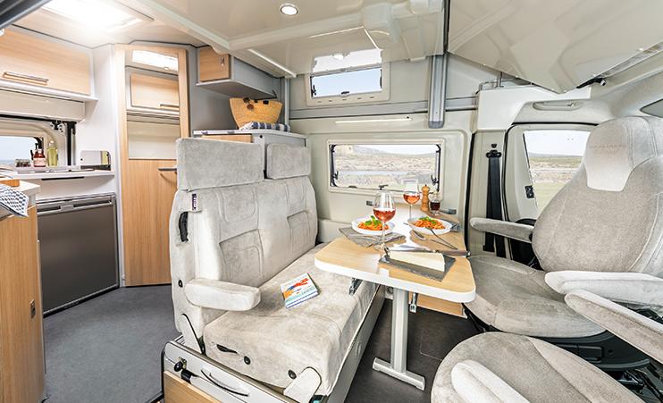 Karmann Dexter 550 jídelní kout