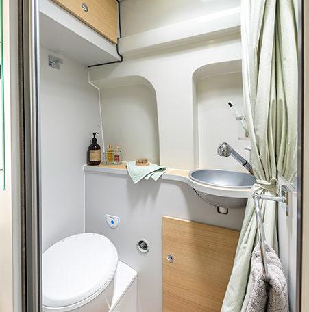 Karmann Dexter 560 4x4 koupelna